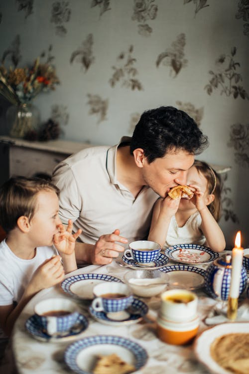 The Importance of Teaching Kids Table Manners