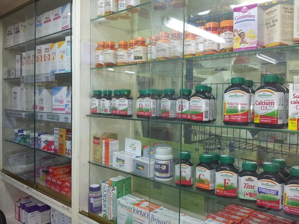 How Do Compounding Pharmacies Differ from Retail Pharmacies?